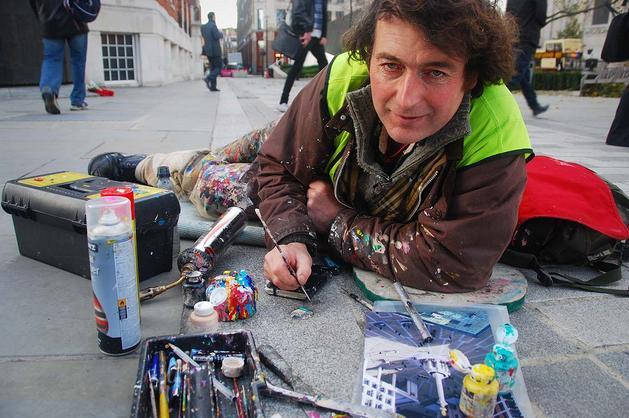 ガムを使ったストリートアート:チューインガム・マン