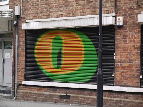 ロンドンのストリートアートシーンを盛り上げるストリートアーティスト:ベン・アイン(Ben Eine)についての紹介