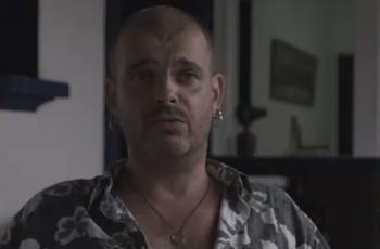 野生で暮らしていた元ギャングのアーティストドキュメンタリー映画:Calvet