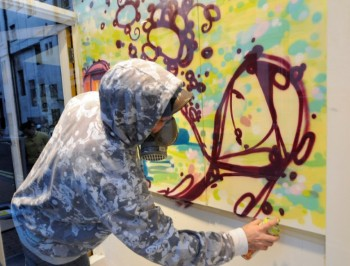 Live painting at 'Upper Playground', London, 2008 (photo - Milo Tchais)