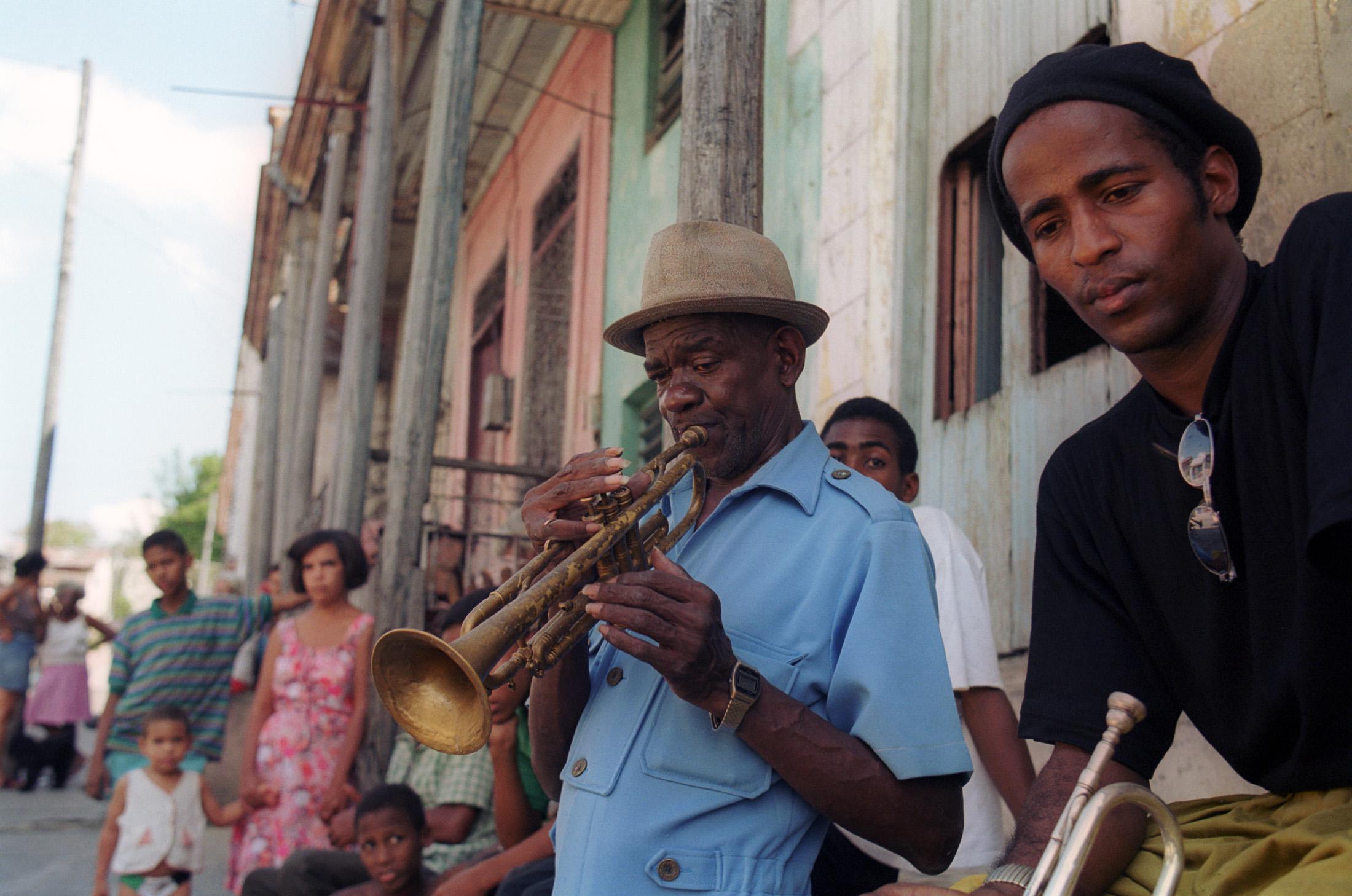 キューバン音楽ドキュメンタリー映画の紹介:キューバ・フェリズ(2000年)