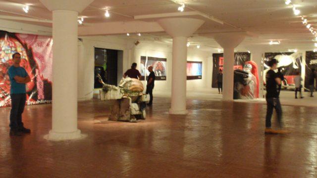 ストリートアートの展示パーティー:PUBLIC WORKS